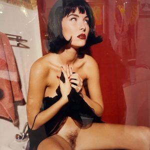Bettina Rheims Fotografie Akt Frau roter Hintergrund Paris 1991/92
